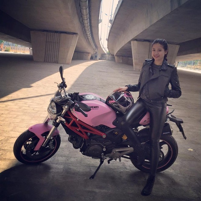 Ducati Monster 795 mau hong ben Biker nu Ha Noi - 5