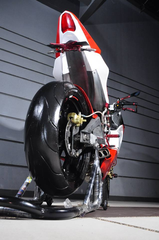 Exciter do cuc chat thanh mot chiec sieu mo to Ducati - 4