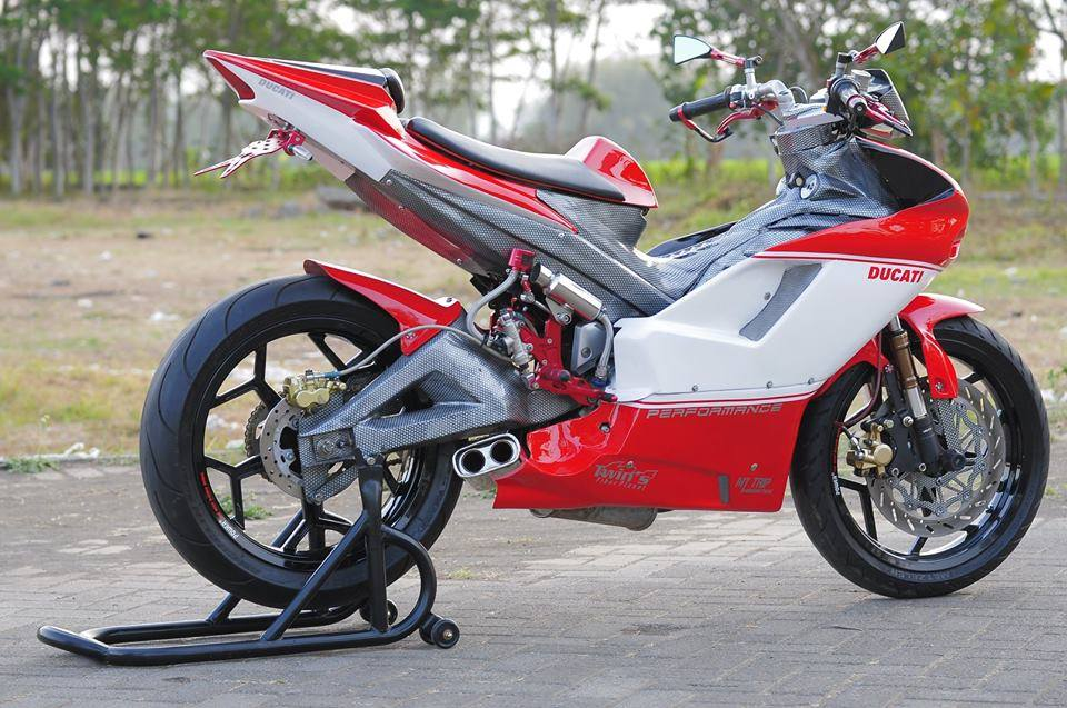 Exciter do cuc chat thanh mot chiec sieu mo to Ducati - 5