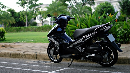 Honda Air Blade den carbon rat huyen bi
