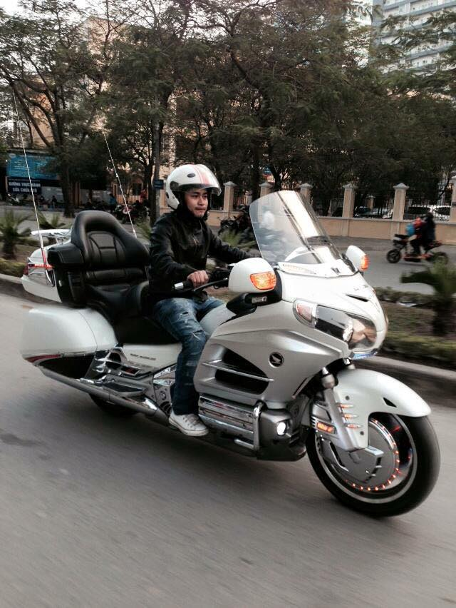 Can canh Honda Goldwing do LED noi bat tai Ha Noi - 2