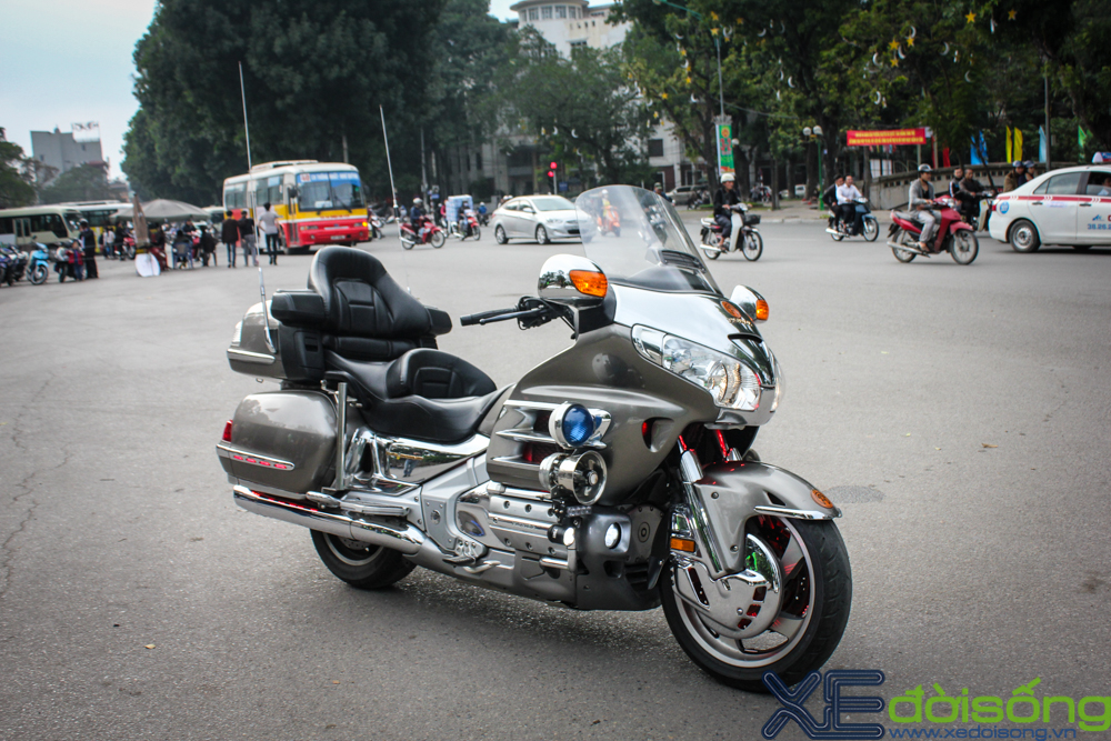 Can canh Honda Goldwing do LED noi bat tai Ha Noi - 6