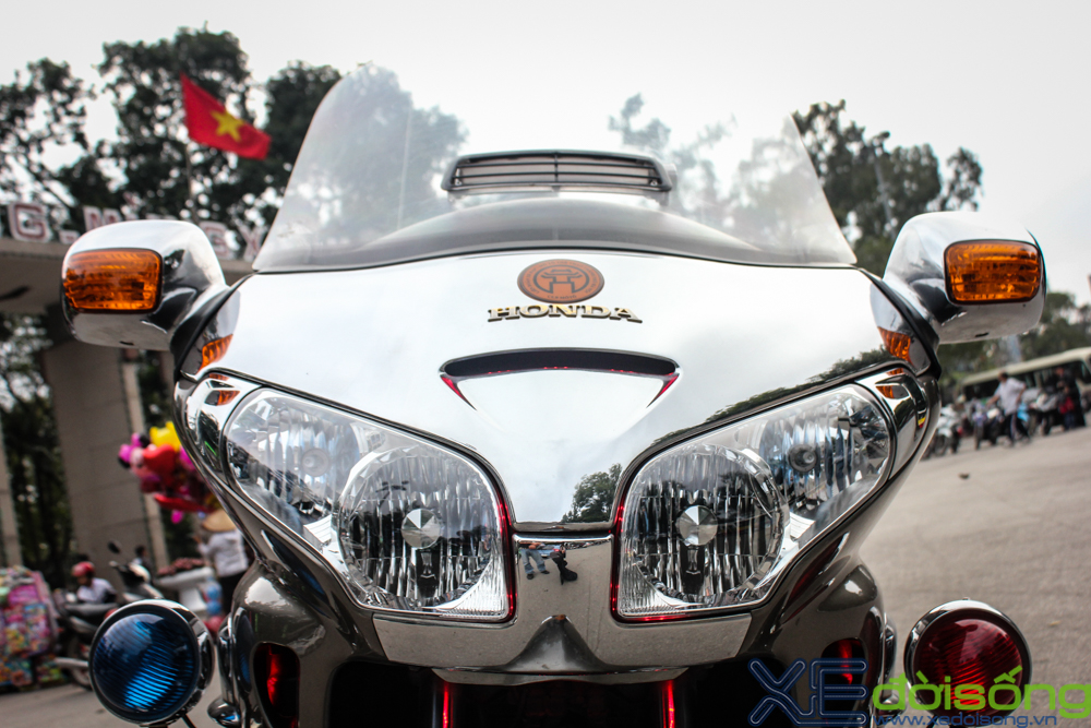 Can canh Honda Goldwing do LED noi bat tai Ha Noi - 7