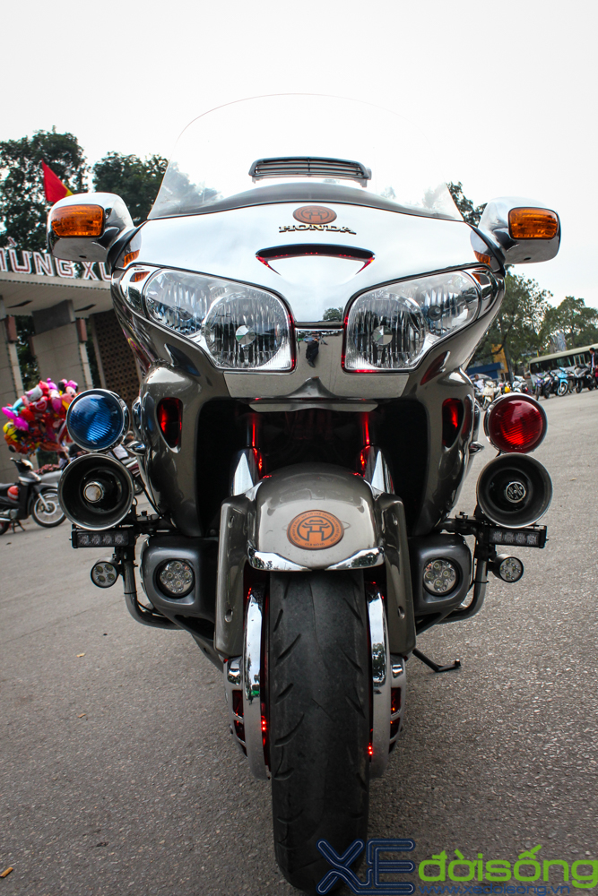 Can canh Honda Goldwing do LED noi bat tai Ha Noi - 8
