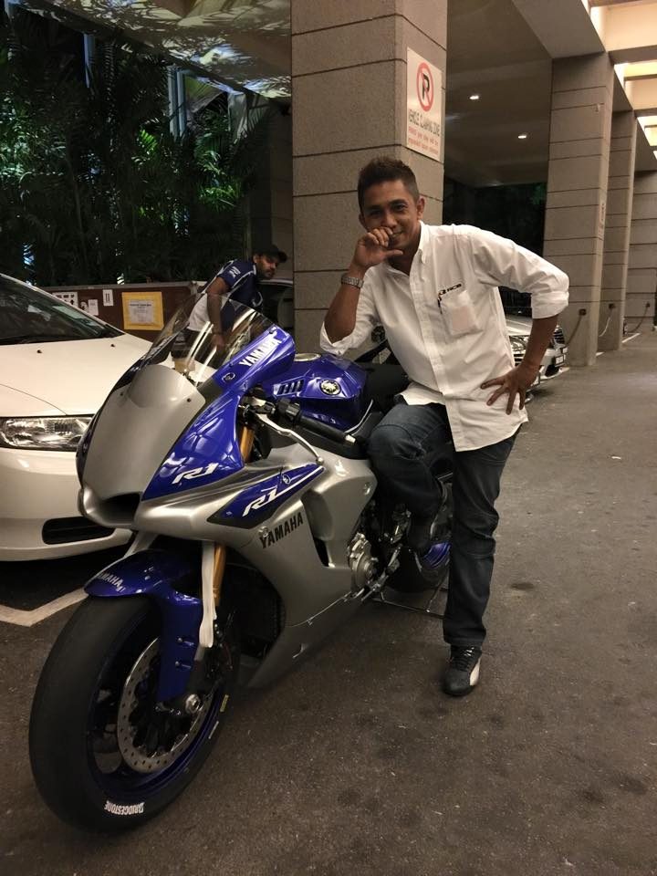 Ngam canh dap hop Yamaha R1M Race Ready Not for Road Use - 2
