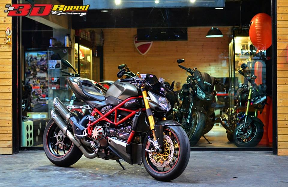 Ducati StreetFighter S do cuc khung voi loat do choi hang hieu