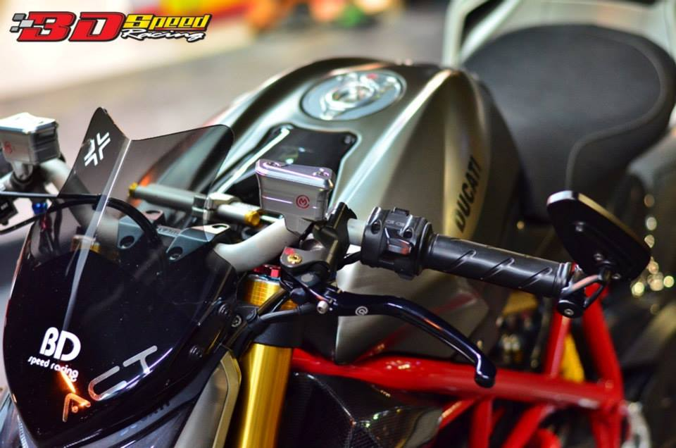 Ducati StreetFighter S do cuc khung voi loat do choi hang hieu - 3