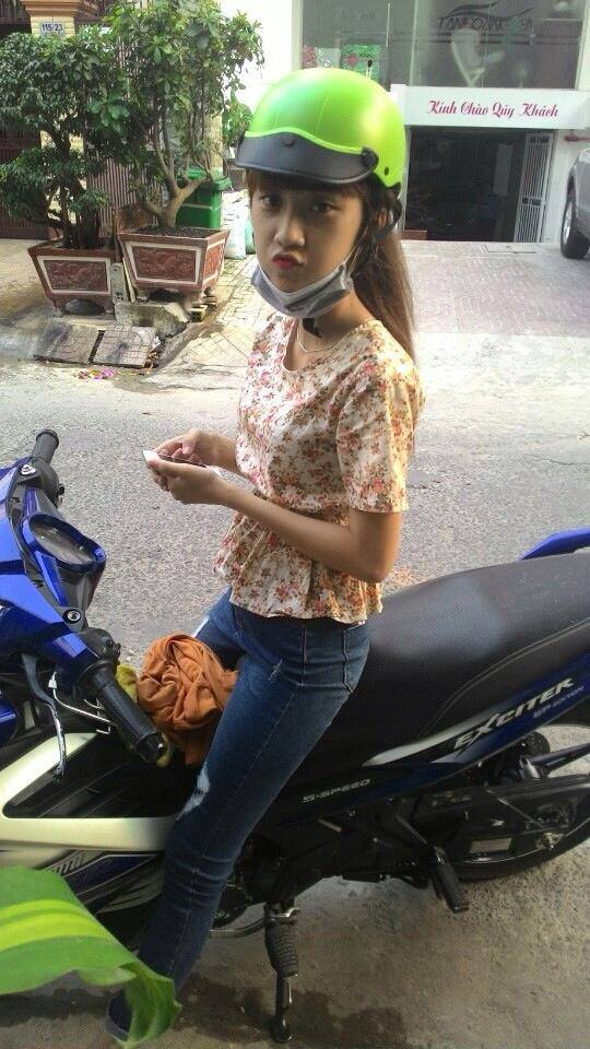 Anh cac co gai tao dang cung Exciter chat Ve Lo - 3