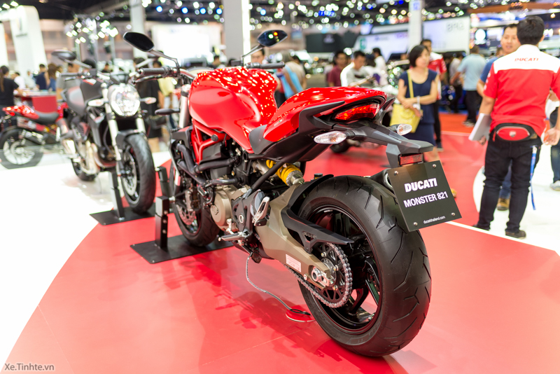 Can canh chiec Ducati Monster 821 Ban rut gon cua Monster 1200 - 13