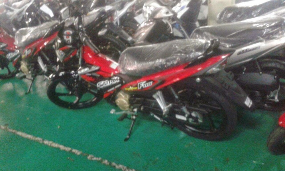 Can canh Satria F115 trong day chuyen lap rap - 3
