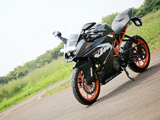 Can do dong dem Honda CBR250R KTM RC200 va Bajaj Pulsar RS200 - 4