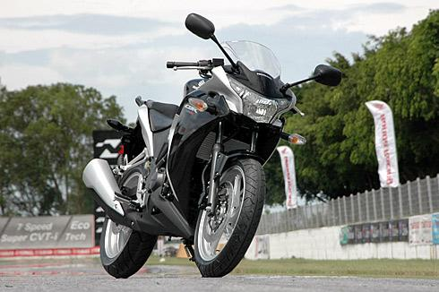 Can do dong dem Honda CBR250R KTM RC200 va Bajaj Pulsar RS200 - 5