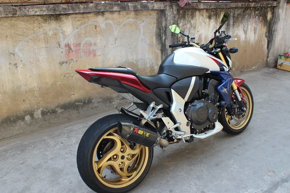 CB1000R HRC do po Akrapovic kem may mon Rizoma