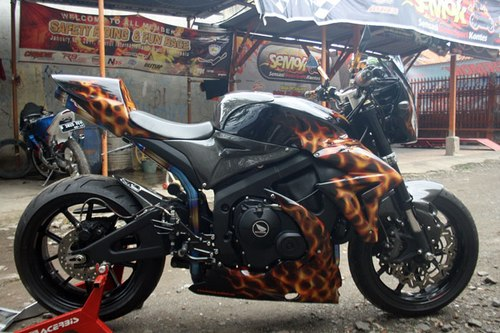 Honda CBR600RR do ham ho voi phong cach Street Fighter - 5