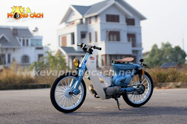 Honda Cub doi 79 do chat voi phong cach Bobber