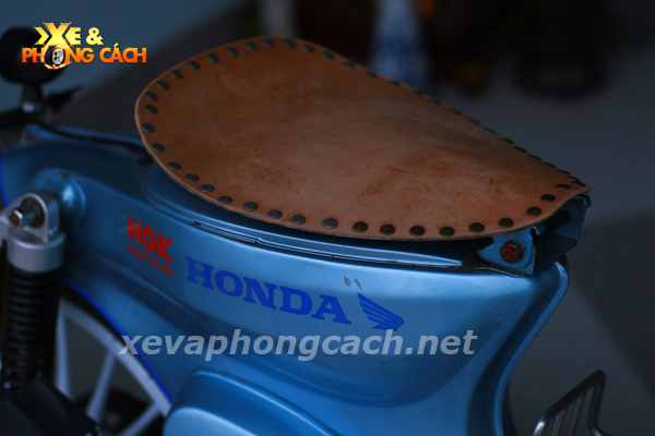 Honda Cub doi 79 do chat voi phong cach Bobber - 2
