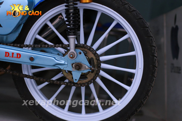 Honda Cub doi 79 do chat voi phong cach Bobber - 7