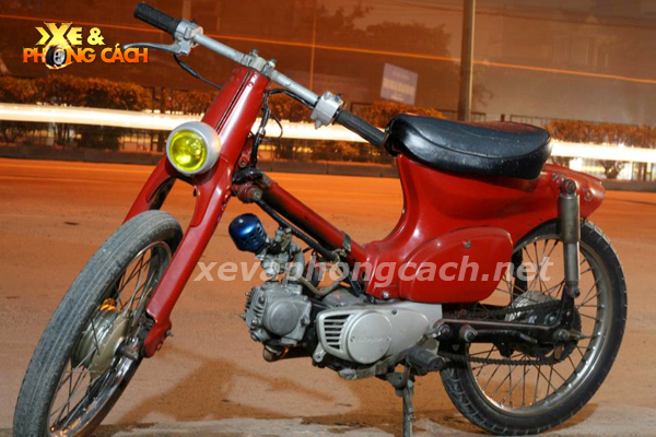 Honda Cub doi 79 do chat voi phong cach Bobber - 12