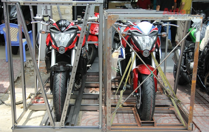 Can canh cap doi Honda CB1000R 2015 vua ve den Sai Gon