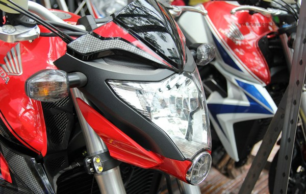 Can canh cap doi Honda CB1000R 2015 vua ve den Sai Gon - 3