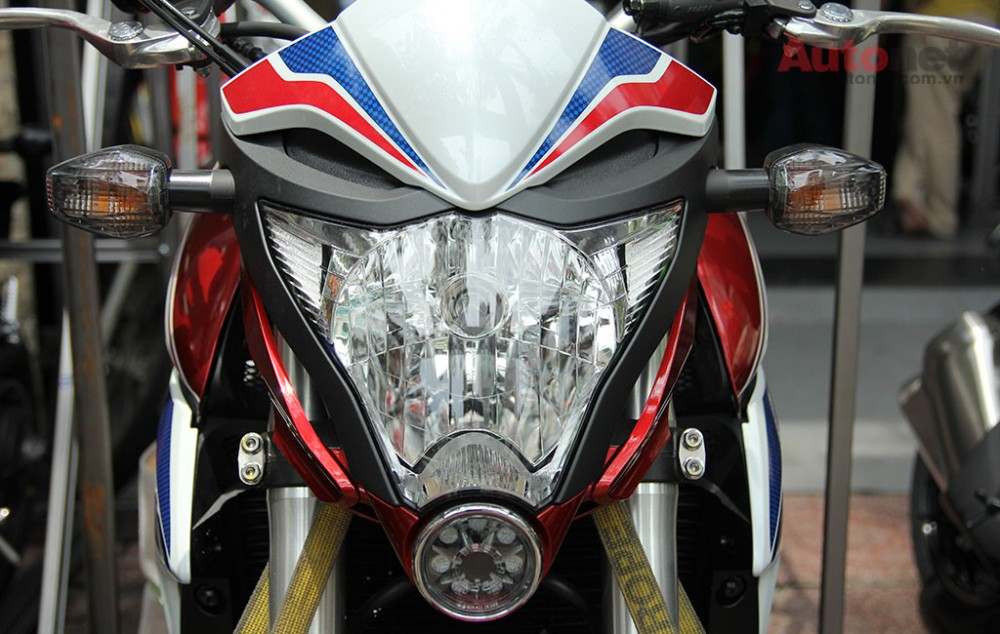Can canh cap doi Honda CB1000R 2015 vua ve den Sai Gon - 4