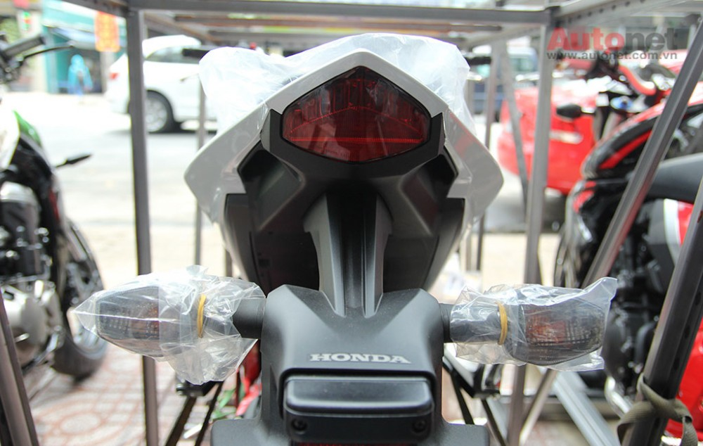 Can canh cap doi Honda CB1000R 2015 vua ve den Sai Gon - 10