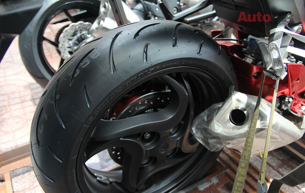 Can canh cap doi Honda CB1000R 2015 vua ve den Sai Gon - 12