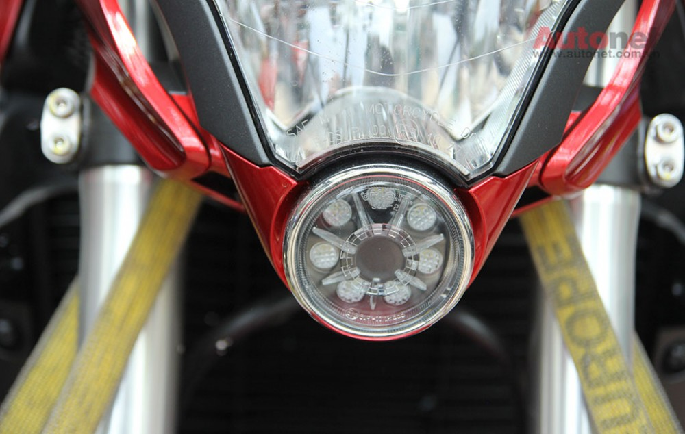 Can canh cap doi Honda CB1000R 2015 vua ve den Sai Gon - 17