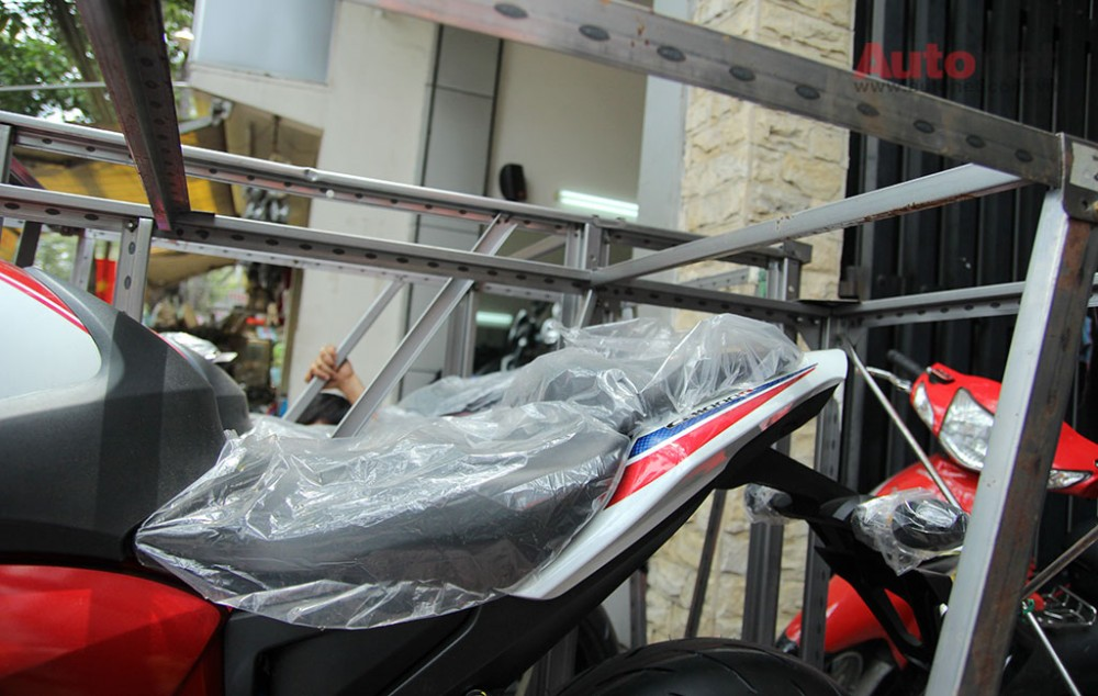 Can canh cap doi Honda CB1000R 2015 vua ve den Sai Gon - 18