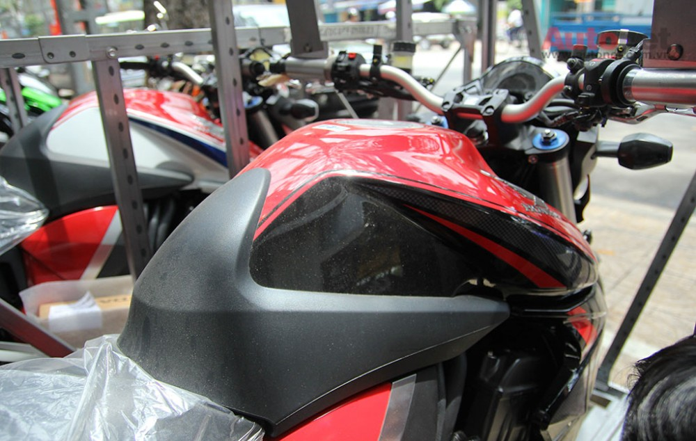 Can canh cap doi Honda CB1000R 2015 vua ve den Sai Gon - 24