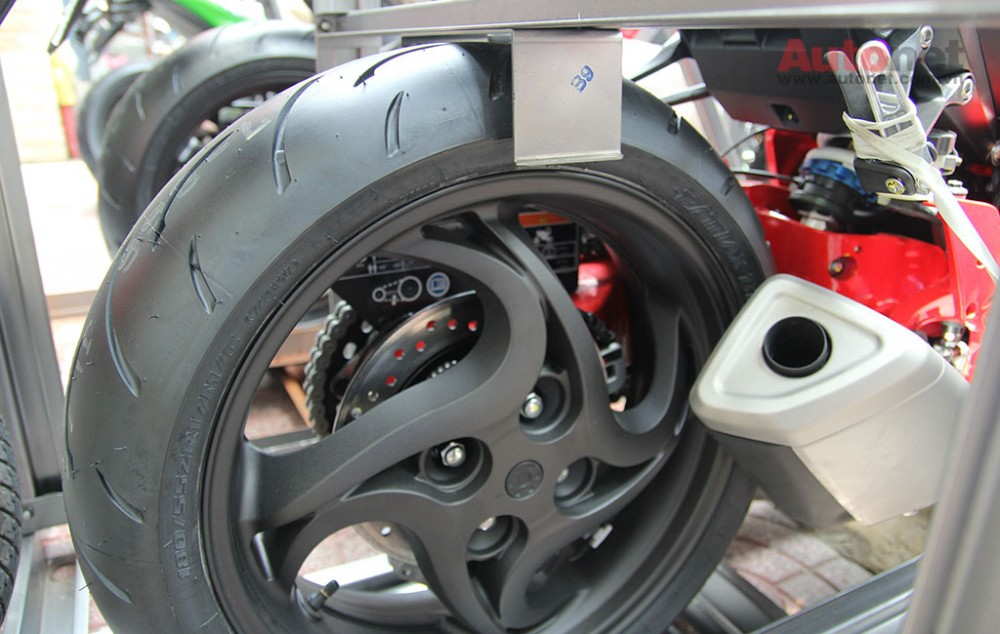 Can canh cap doi Honda CB1000R 2015 vua ve den Sai Gon - 26