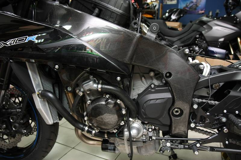 Can canh qua trinh do Kawasaki Ninja ZX10R do Carbon tai Thai - 3