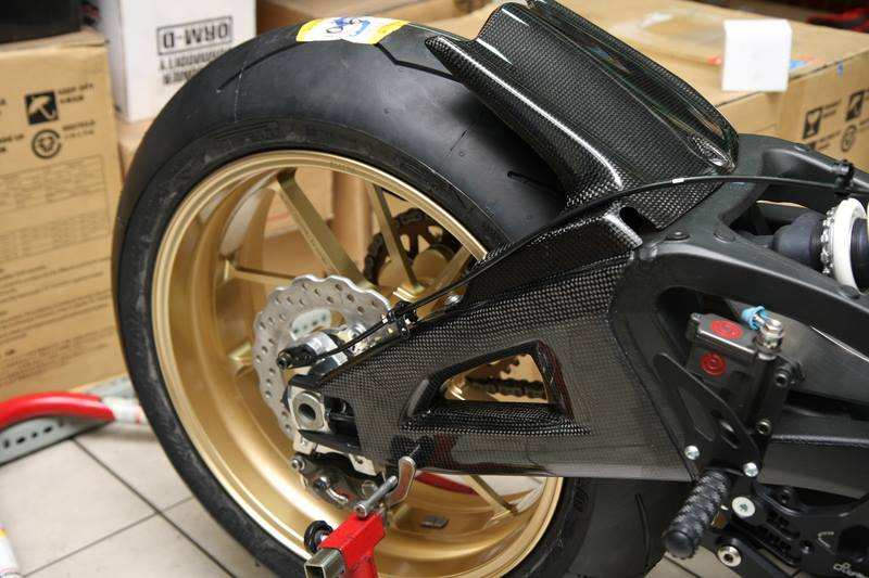 Can canh qua trinh do Kawasaki Ninja ZX10R do Carbon tai Thai - 10