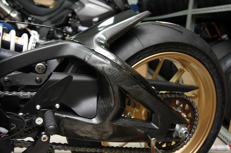 Can canh qua trinh do Kawasaki Ninja ZX10R do Carbon tai Thai - 11