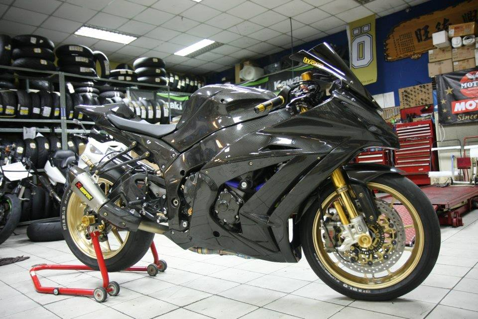 Can canh qua trinh do Kawasaki Ninja ZX10R do Carbon tai Thai - 19