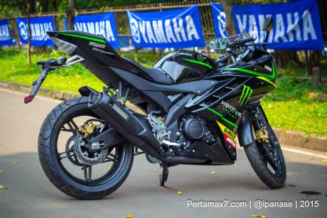 Can canh Yamaha R15 Monster Yamaha Tech 3