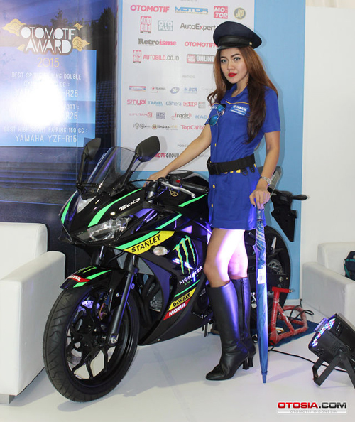 Can canh Yamaha R25 Phien ban Monster Yamaha Tech 3 - 2