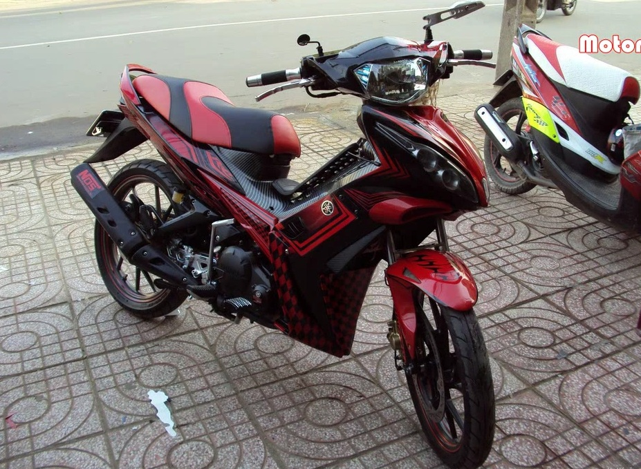 Chum anh Exciter do do mot fan Yamaha suu tam