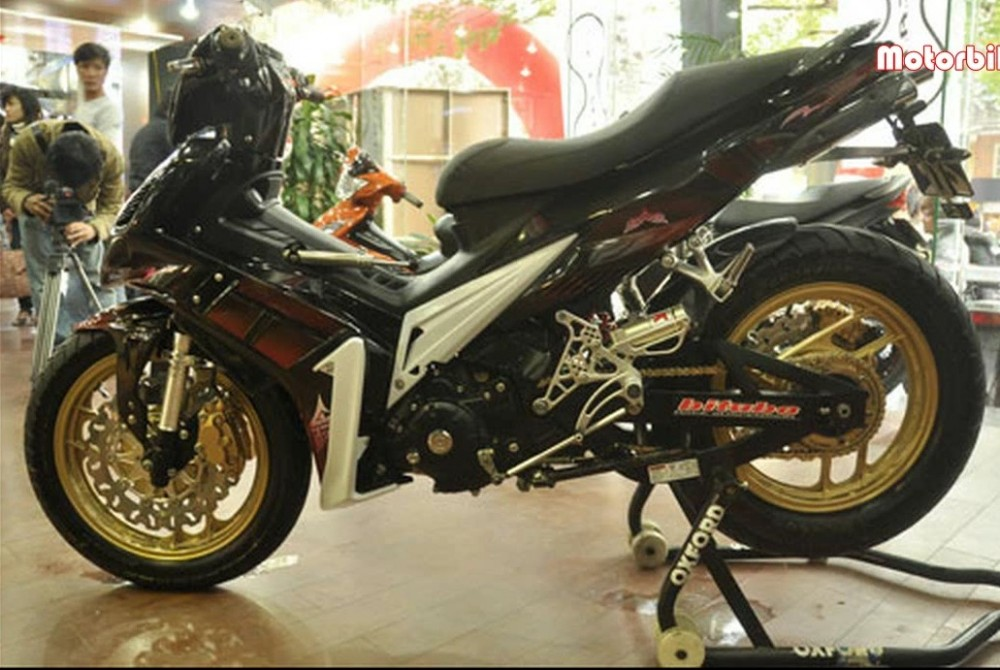 Chum anh Exciter do do mot fan Yamaha suu tam - 2