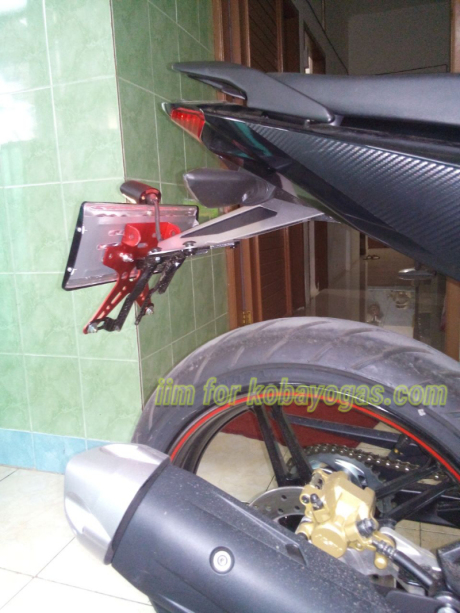 Exciter 150 voi cach do pass bien so don gian cua Biker Indonesia - 3