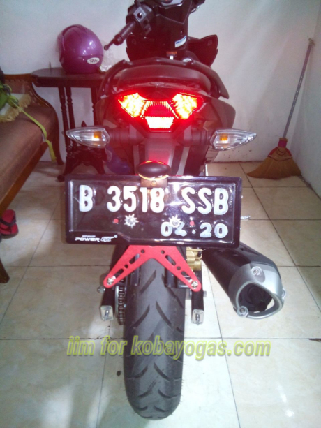 Exciter 150 voi cach do pass bien so don gian cua Biker Indonesia - 5