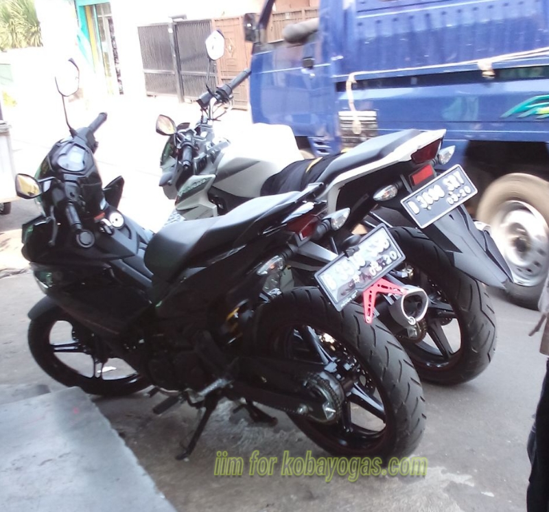 Exciter 150 voi cach do pass bien so don gian cua Biker Indonesia - 6