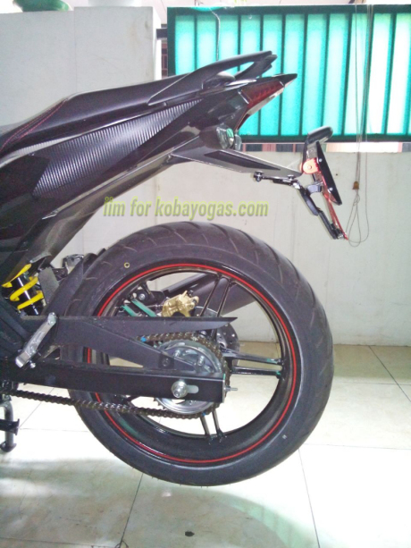 Exciter 150 voi cach do pass bien so don gian cua Biker Indonesia - 7