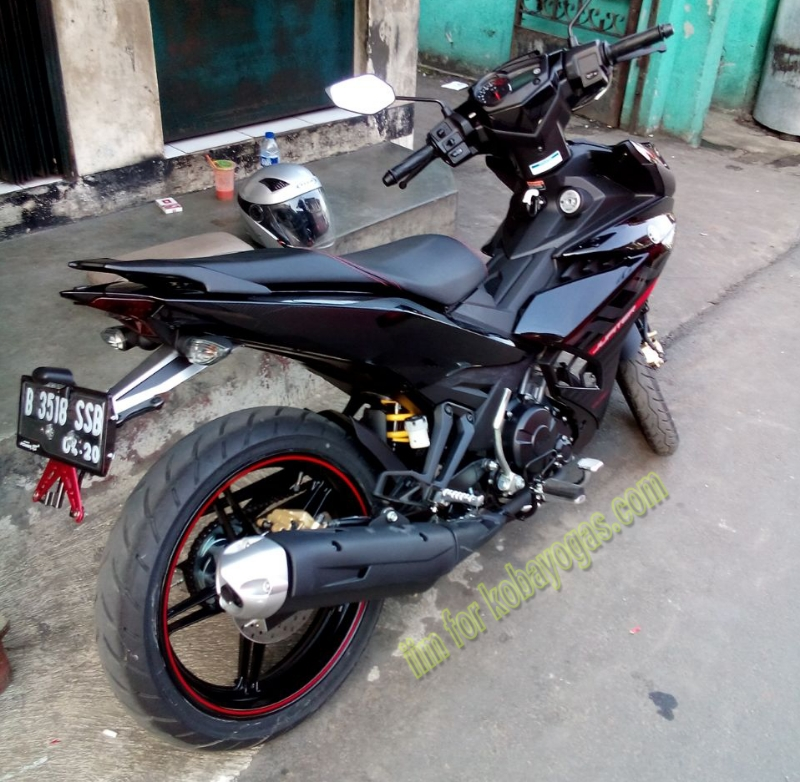 Exciter 150 voi cach do pass bien so don gian cua Biker Indonesia