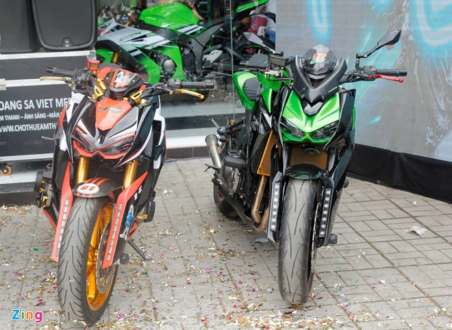 Hang chuc moto hoi tu ve showroom Kawasaki - 6