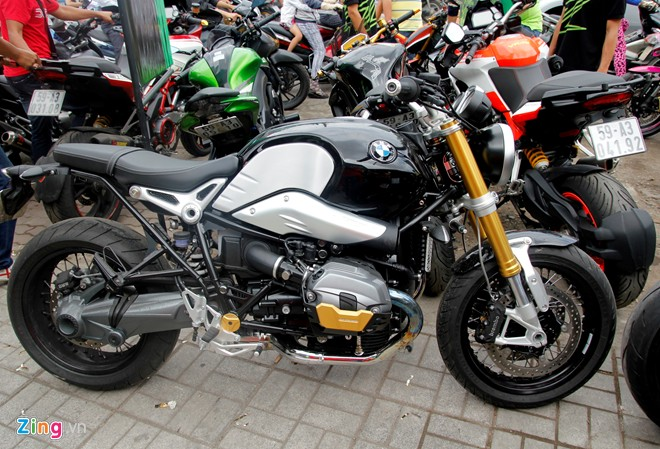 Hang chuc moto hoi tu ve showroom Kawasaki - 12