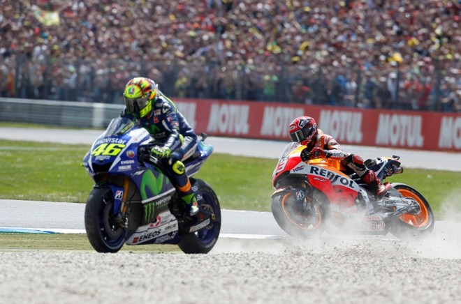 Canh tranh nay lua cua Rossi va Marquez tai chang 8 MotoGP 2015