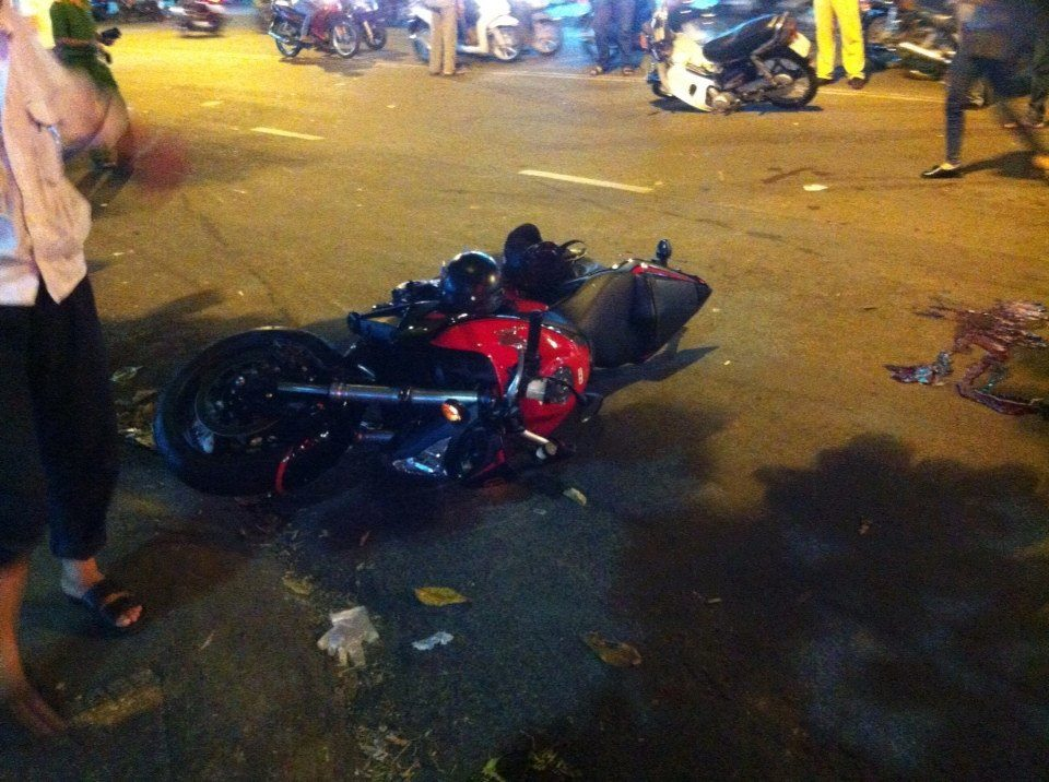 Honda CB1000R chua bien so dam nat xe Dream