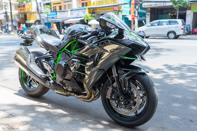 HOT Kawasaki Ninja H2 dau tien tai VN do po SC Project