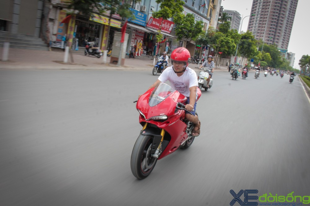 Can canh Ducati 1299 Panigale S dau tien tai Viet Nam voi gia 1 ty dong